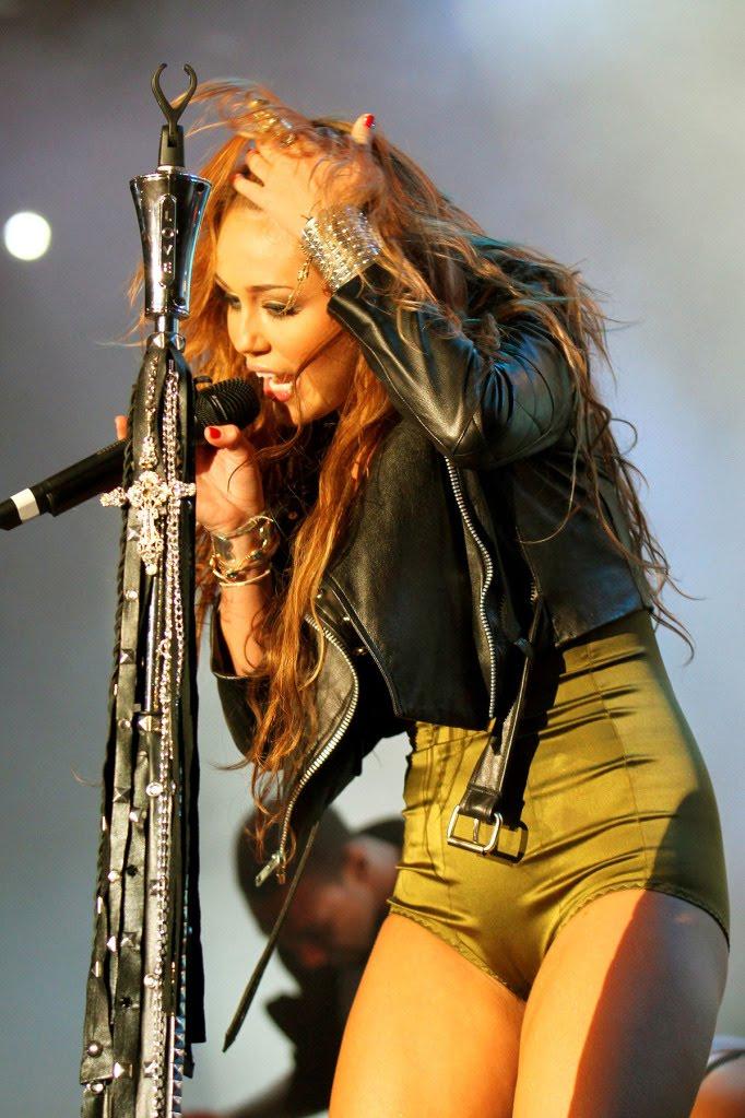 Kim Kardashian Ass In Tight Jeans cameltoe | Celebrity f...