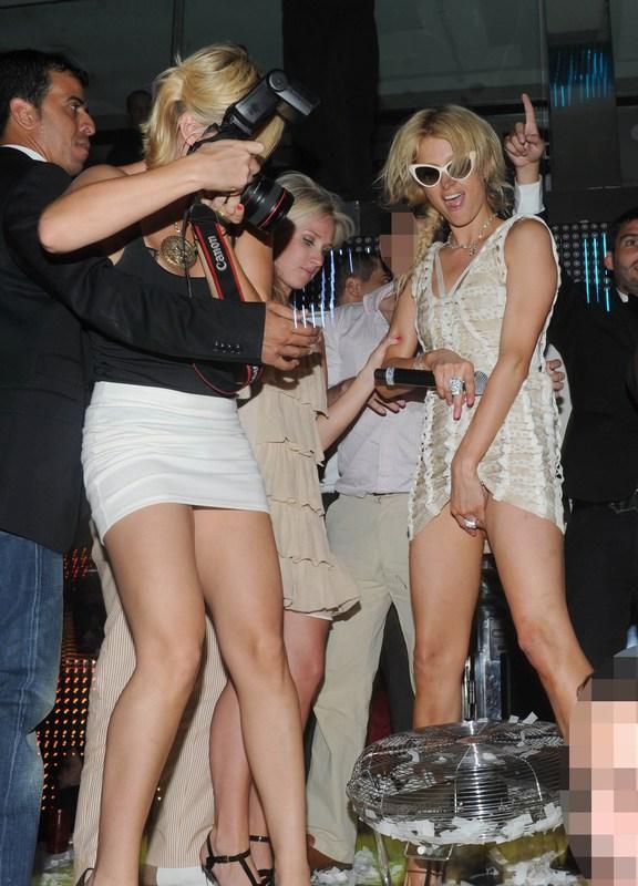 Upskirt  Celebrity Fashionista  Page 2-4114